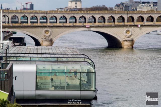 La populaire piscine flottante Joséphine-Baker se trouve à... (PHOTO DAVID BOILY, LA PRESSE)