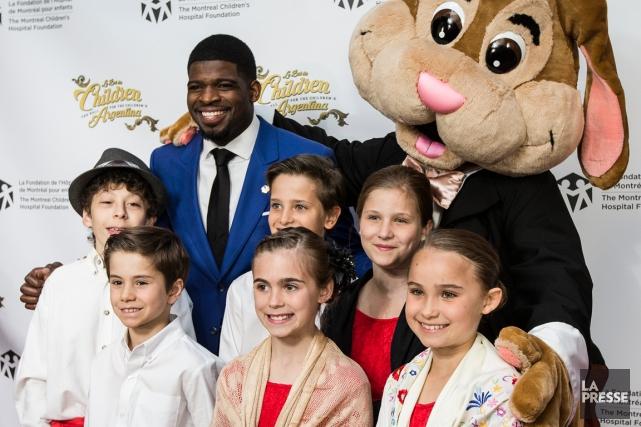 P.K. Subban entouré des enfants membres du comité... (Photo Edouard Plante-Fréchette, La Presse)