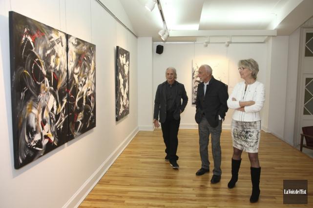 Lors du récent vernissage de son exposition, Jean... (Alain Dion, La Voix de l'Est)