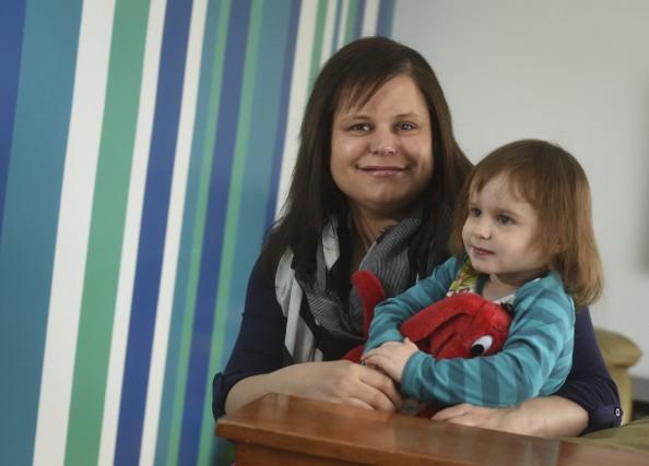 Caroline Héroux et sa petite Mila-Rose, 2 ans... (François Gervais)