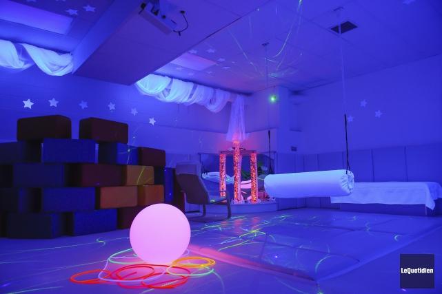Inspiré du concept hollandais «Snoezeln», cette salle permettra... (Photo Le Quotidien, Gimmy Desbiens)