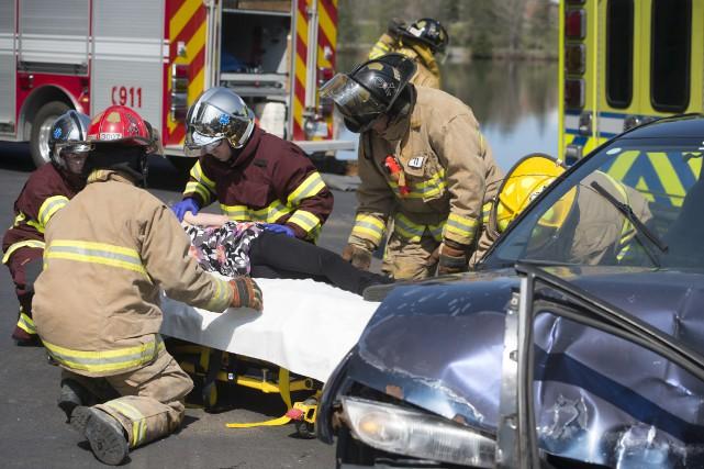 Pompiers, ambulanciers et policiers avaient été mobilisés pour... (Stéphane Lessard)