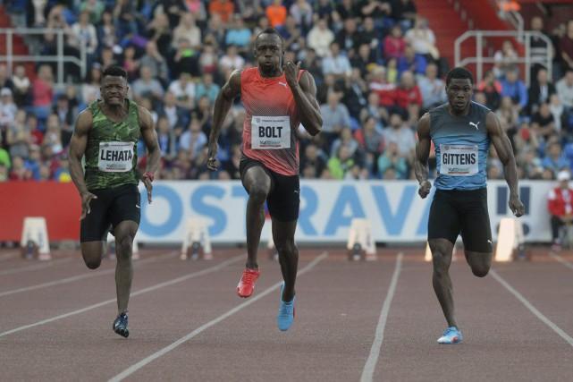 Après un départ correct, Bolt a fait parler... (Michal Cizek, AFP)