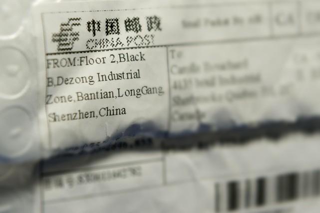 Ce colis en provenance de la Chine et... (Spectre Média, Frédéric Côté)