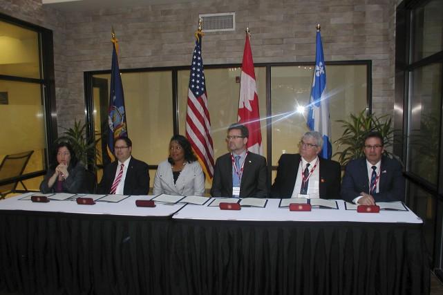Les cinq maires réunis à Rochester, vendredi matin,... (Guy Veillette)
