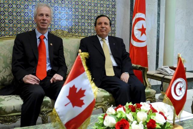 Stéphane Dionen compagnie du ministre tunisien desAffaires étrangèresKhemais... (PHOTO HASSENE DRIDI, ARCHIVES AP)