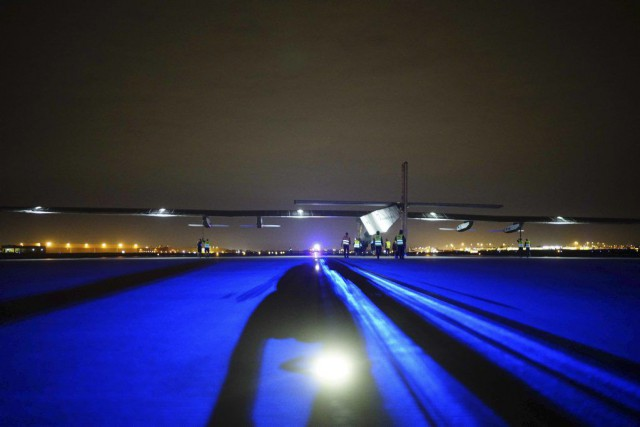 L'avion expérimental a décollé de l'aéroport international de... (PHOTO AFP/ JEAN REVILLARD, SOLAR IMPULSE 2)