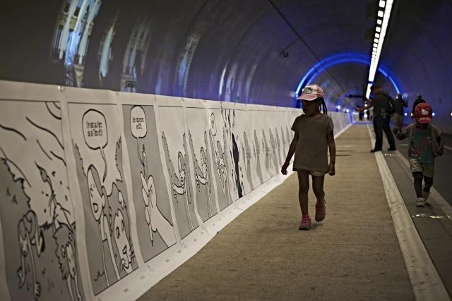 La performance a été réalisée dans un tunnel... (AFP, Jean-Philippe Ksiazek)