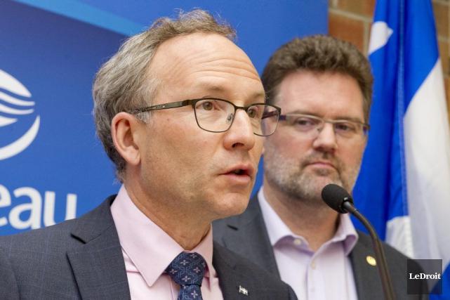 Le ministre des Affaires municipales, Martin Coiteux (à... (Martin Roy, LeDroit)
