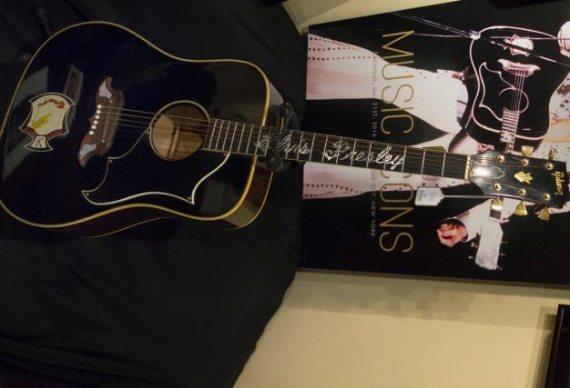 La guitare Gibson Dove avait été achetée par... (Photo AFP)