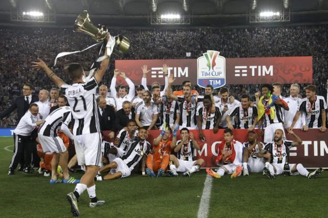 La Juventus Turin, déjà championne d'Italie, a comme la saison dernière réussi... (Photo AP)