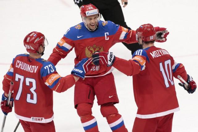 Sergei Mozyakin célèbre l'un de ses deux buts... (PHOTO IVAN SEKRETAREV, AP)