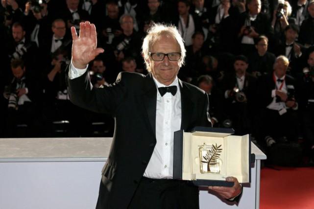 Le réalisateur Ken Loach a reçu dimanche au... (Photo REGIS DUVIGNAU, Reuters)