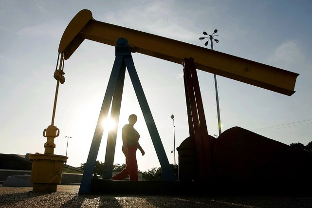 Vers midi, le baril de Brent de la... (PHOTO JORGE SILVA, ARCHIVES REUTERS)