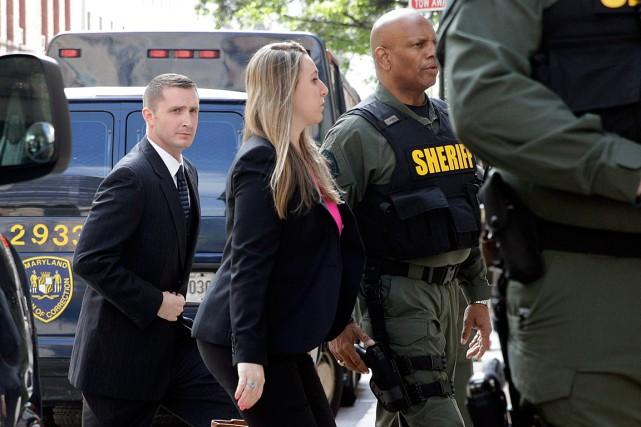 Edward Nero (à gauche), l'un des six policiers... (Photo Patrick Semansky, AP)