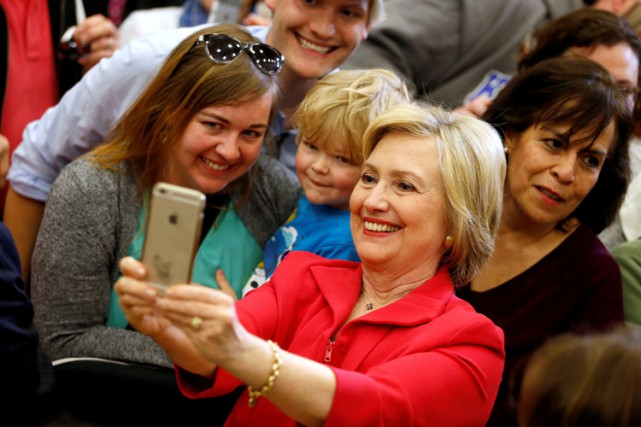 Hillary Clinton entend contre-attaquer les accusations de Donald... (PHOTO REUTERS)