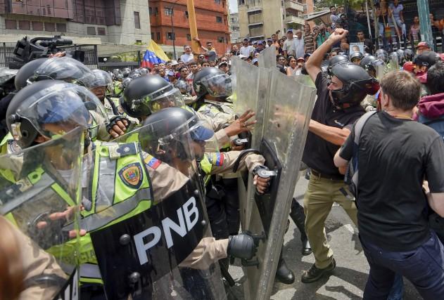 Une manifestation à Caracas auVenezuela... (AFP, Juan Barreto)