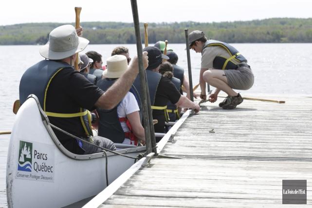 Trois départs de deux rabaskas étaient organisés samedi.... (Catherine Trudeau, La Voix de l'Est)