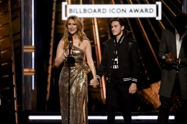Céline Dion a versé quelques larmes durant son... (Associated Press)