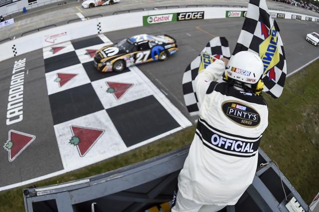 Andrew Ranger a été le premier à franchir... (Matthew Manor, NASCAR)