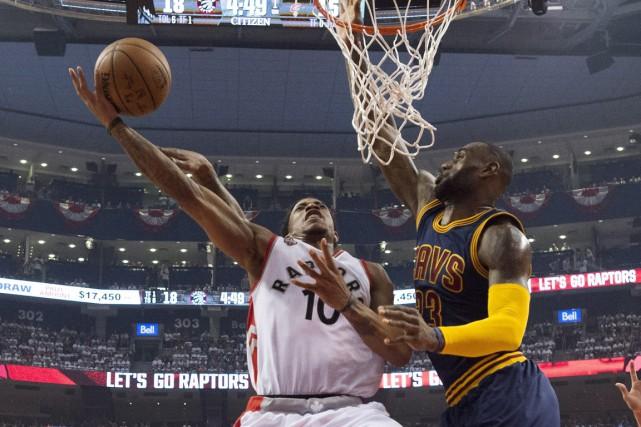 Kyle Lowry a inscrit 35 points et DeMar DeRozan 32 pour guider les Raptors vers... (Photo La Presse Canadienne)