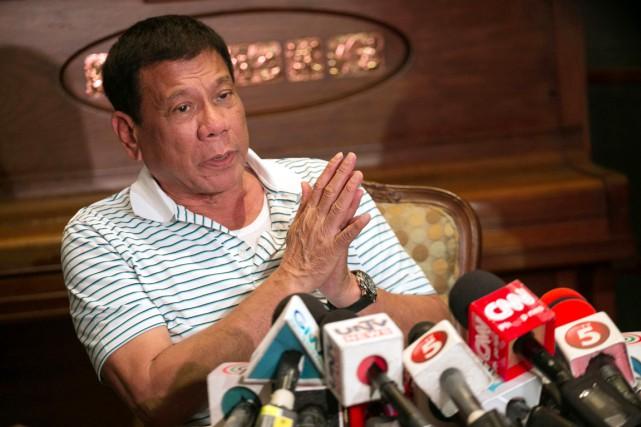 «Ne venez pas m'emmerder!», a lancé Rodrigo Duterte... (PHOTO MANMAN DEJETO, AFP)