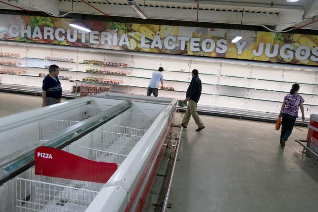 Les rayons des supermarchés vénézuéliens sont depuis plusieurs... (PHOTO JORGE SILVA, ARCHIVES REUTERS)