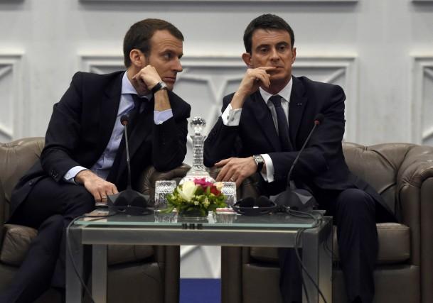 Le ministre de l'économie Emmanuel Macron (à gauche)... (PHOTO FAROUK BATICHE, ARCHIVES AGENCE FRANCE-PRESSE)