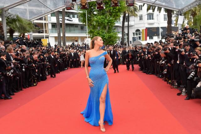 Blake Lively à Cannes lors de la première... (PHOTO LOIC VENANCE, AGENCE FRANCE-PRESSE)