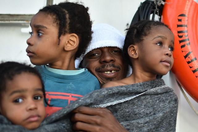 Près de 5600 migrants ont été sauvés depuis... (PHOTO GABRIEL BOUYS, AFP)