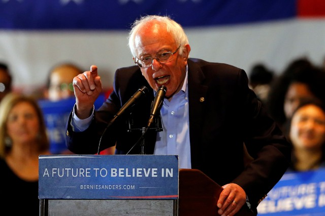 Le candidat à l'investiture démocrate, Bernie Sanders... (Photo Mike Blake, Reuters)