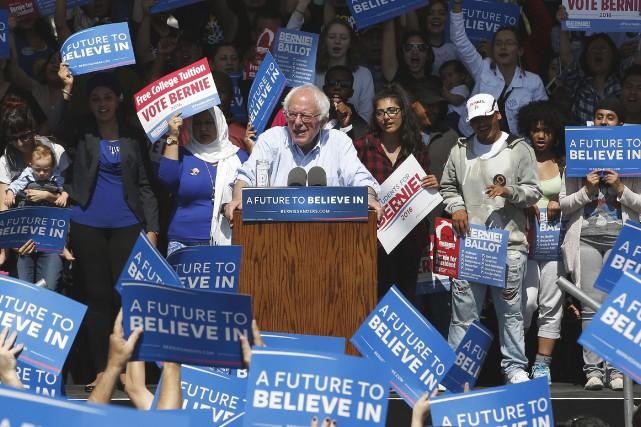 Bernie Sanders dans un rassemblement en Californie.... (AP, Rich Pedroncelli)