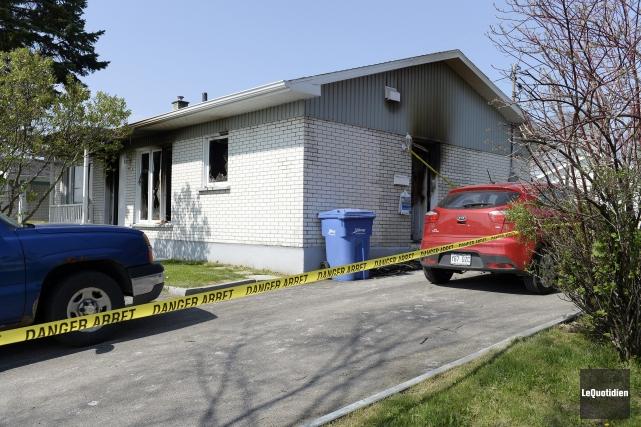L'incendie s'est déclaré au sous-sol de leur résidence... (Photo Le Quotidien, Jeannot Lévesque)