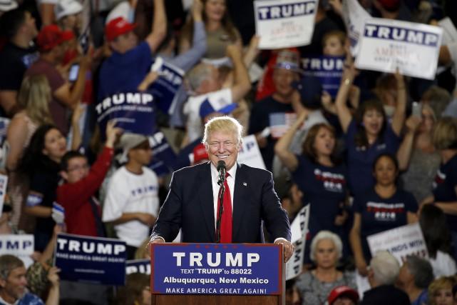 Donald Trump lors d'un rassemblement à Alburquerque, oùdes... (PHOTO ARCHIVES AP)