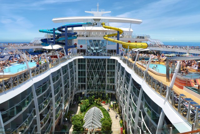 Le paquebot Harmony of the Seas peut accueillir...