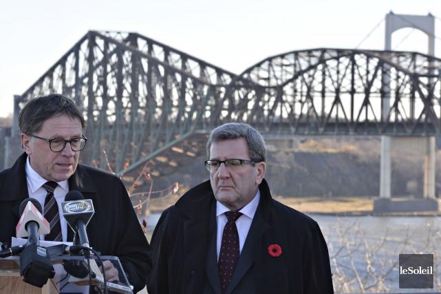 Les deux maires n'ont pas digéré non plus... (Photothèque Le Soleil, Pascal Ratthé)