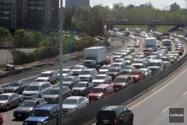 Pour réduire la congestion, l'Ontario procédera entre autres... (Etienne Ranger, Archives LeDroit)