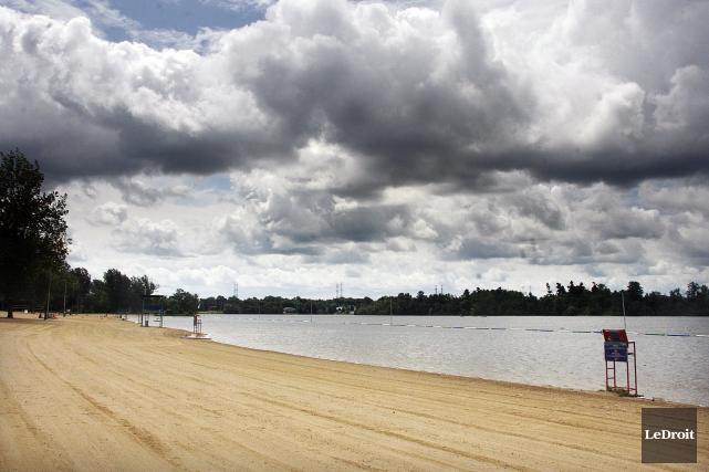 La plage de la baie Mooney sera ouverte... (Etienne Ranger, Archives Le Droit)
