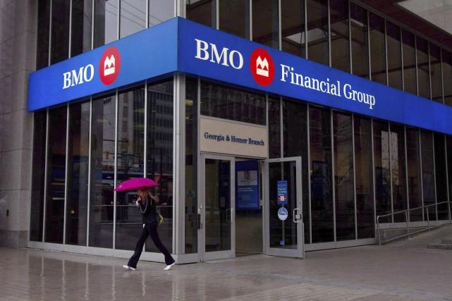 BMO a annoncé mercredi qu'elle supprimerait environ1850 postes.... (La Presse Canadienne, Darryl Dyck)