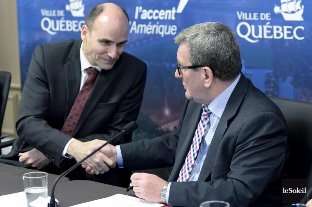 Le ministre fédéral Jean-Yves Duclos le maire Régis... (Photothèque Le Soleil, Jean-Marie Villeneuve)