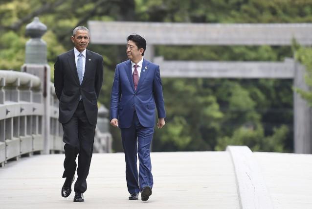 Le président Barack Obama accompagné du premier ministre... (AFP, Stephane de Sakutin)