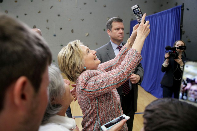 La candidate à l'investiture démocrate Hillary Clinton prend... (PHOTO MARK AVERY, REUTERS)