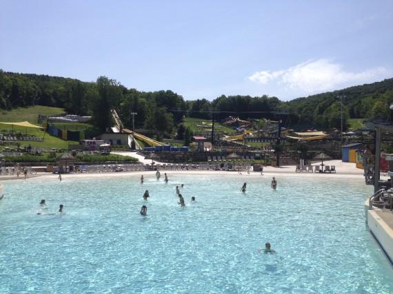 Le parc aquatique et ses quatre piscines chauffées... (fournie par Bromont, montagne d'expériences)