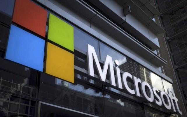 Les géants américains du secteur technologique Facebook et Microsoft vont... (PHOTO MIKE SEGAR, ARCHIVES REUTERS)
