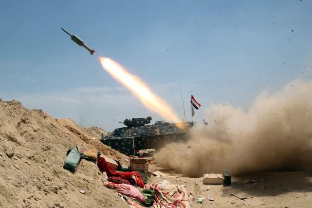 Les troupes irakiennes soutenues par des milices progouvernementales... (PHOTO AHMAD AL-RUBAYE, AFP)