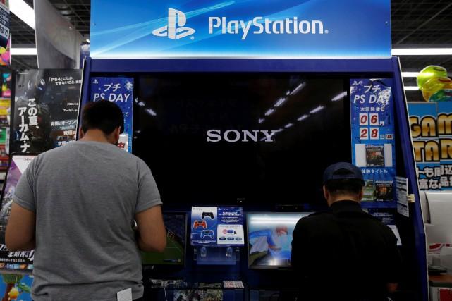 La console de jeux vidéo PlayStation 4 (PS4) de Sony a désormais été vendue à... (Photo Yuya Shino, Archives REUTERS)
