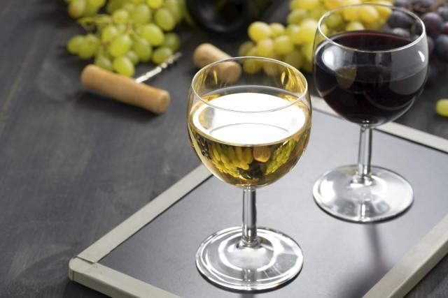 L'heure est au « tchin-tchin » et à l'Alsace. Le 10e Festival des vins de... (123rf.com)