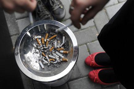 Le fumeur n'a aucun droit. La cause est... (Archives AFP)