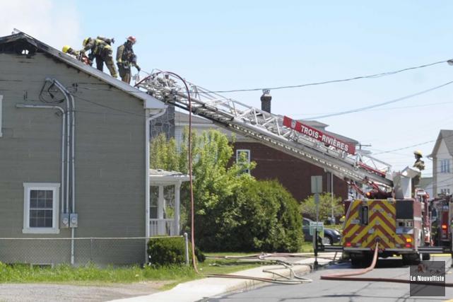 Une résidence incendiée à Trois-Rivières (Sylvain Mayer, Le Nouvelliste)