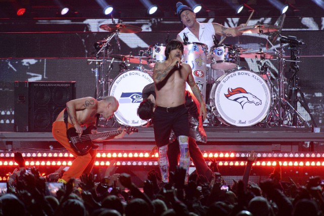 Les Red Hot Chili Peppers lors du spectacle... (Timothy A. Clark, Archives AFP)